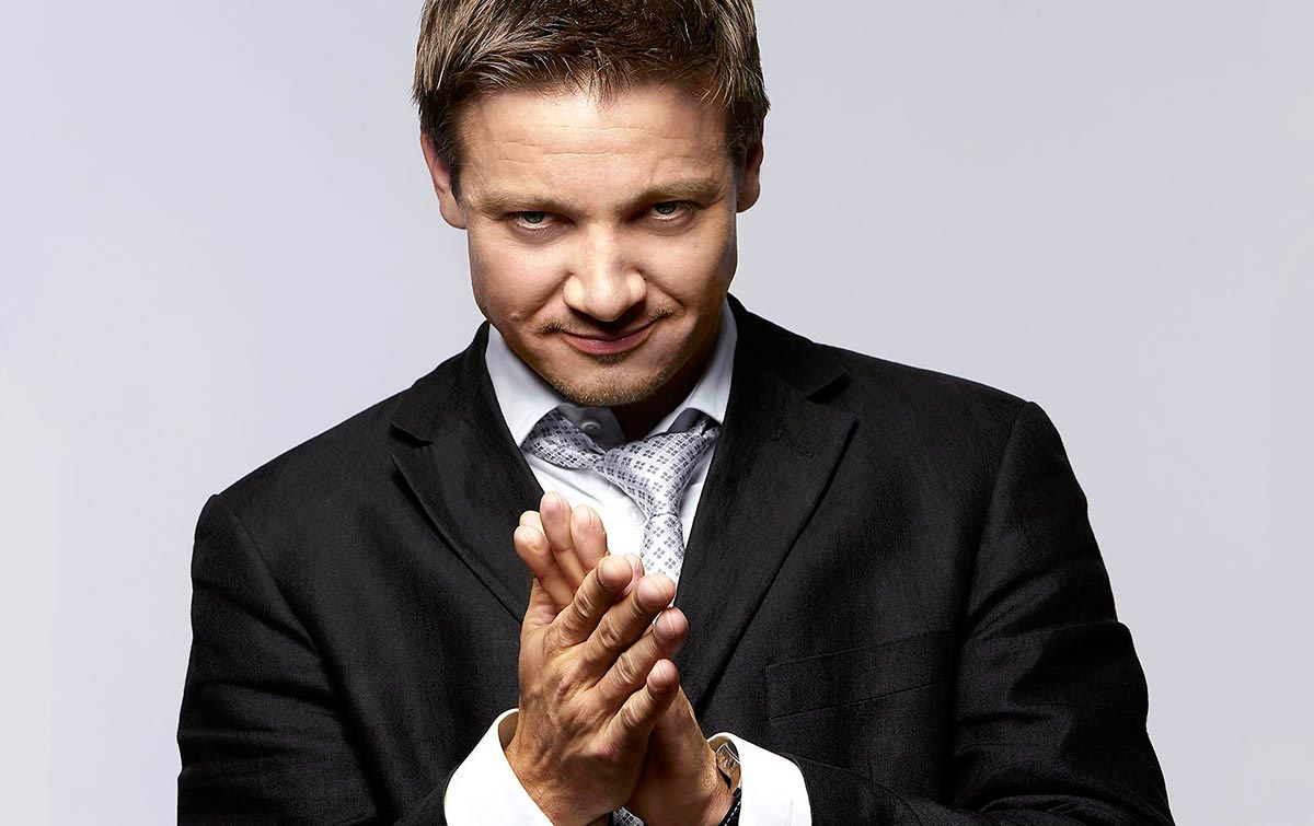 17_Jeremy_Renner_hands-celebrity-copy